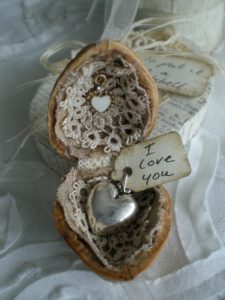 creative gift wrapping walnuts